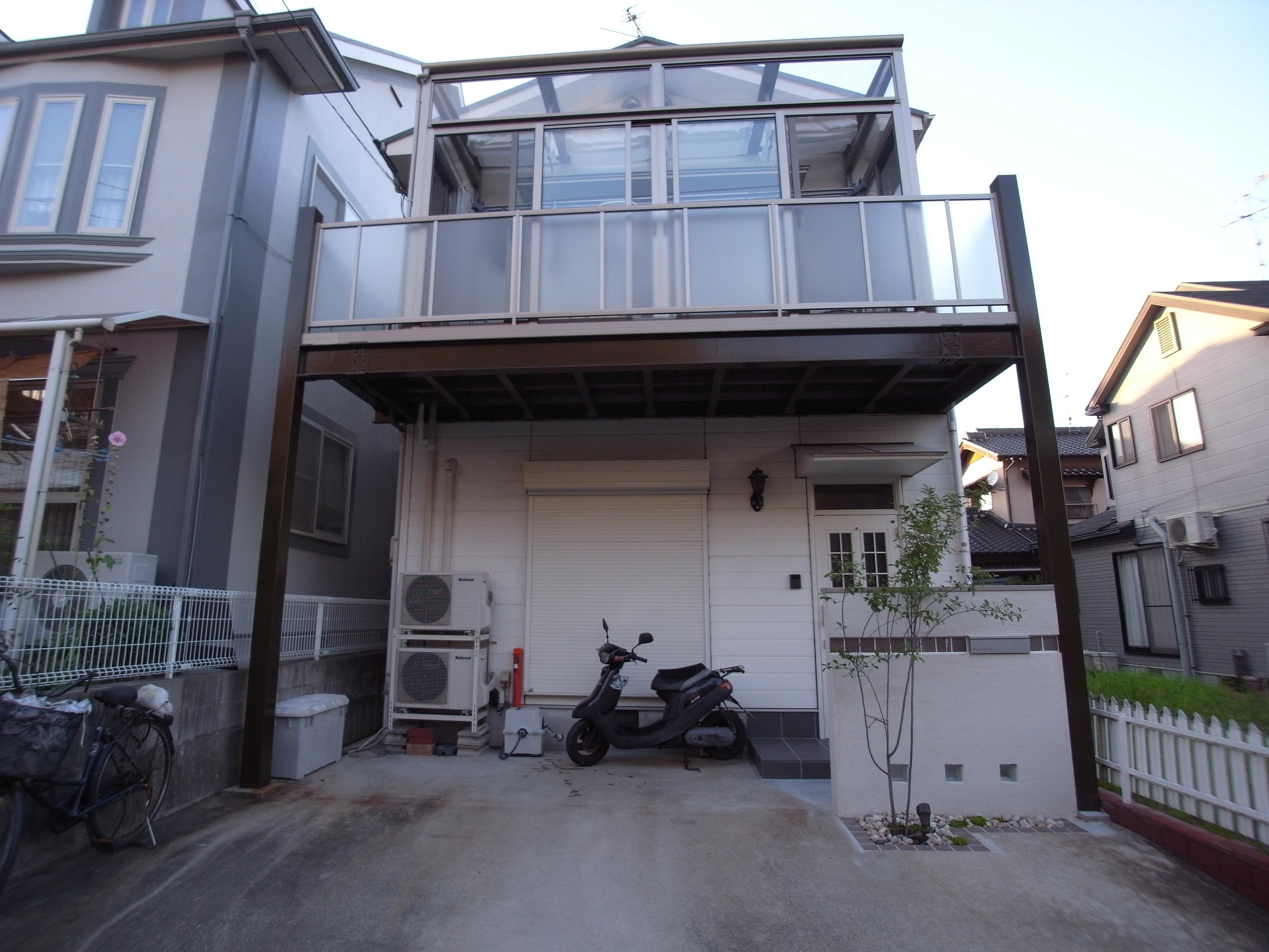 バルコニーの上にガーデンルーム 広島市安芸区   広島 ...